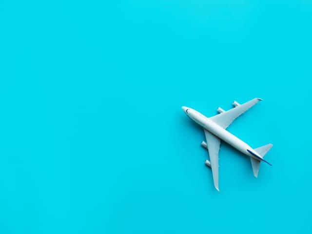 bagaglio a mano e cibo in aereo
