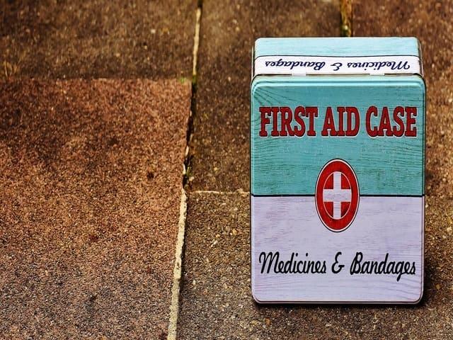 kit di primo soccorso da viaggio